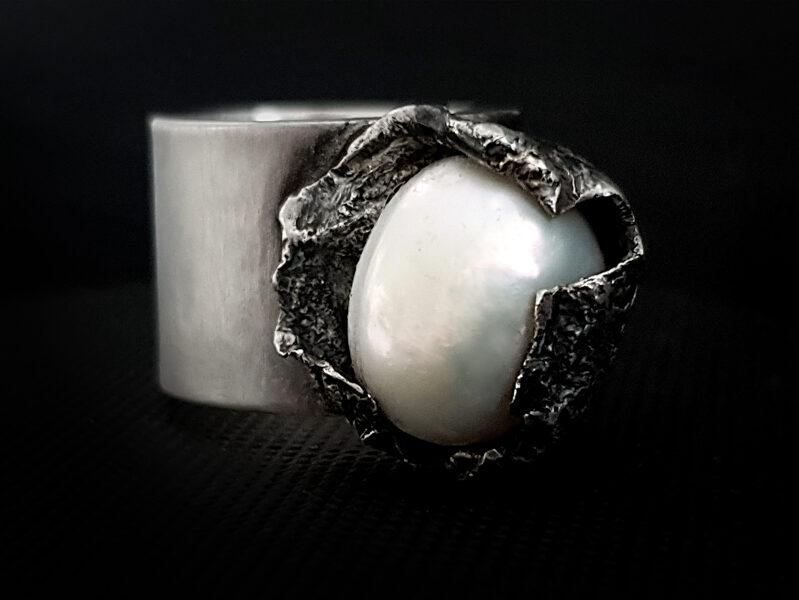 Oksidēts sudraba gredzens ar upes pērli, Ø17,3