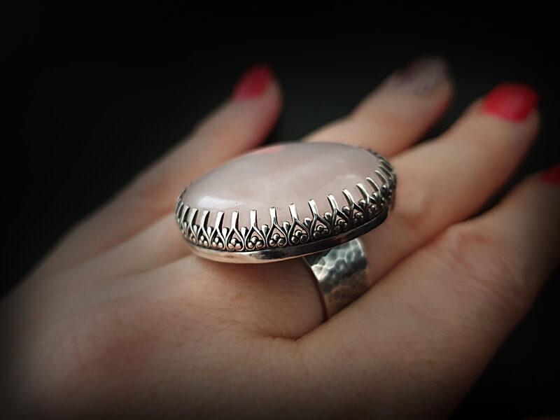 Oksidēts kalts sudraba gredzens ar rozā kvarcu, Ø18
