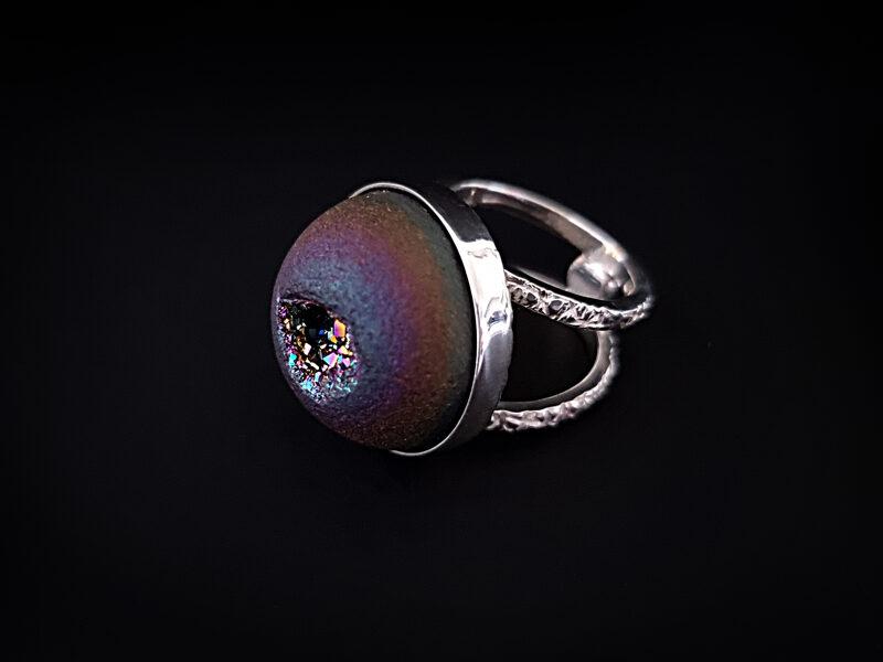 Sudraba gredzens ar titāna pārklājuma kianīta drūzu, Ø16,8