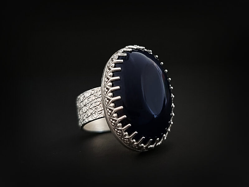 Sudraba gredzens ar tumši zilu ahātu, Ø17