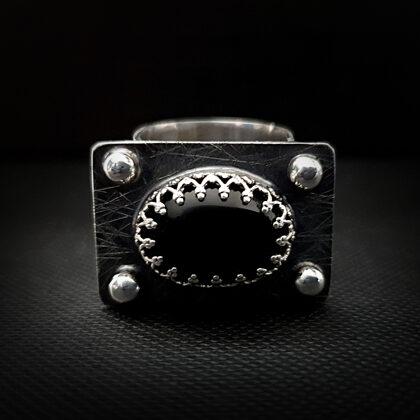 Серебряное кольцо с ониксом.