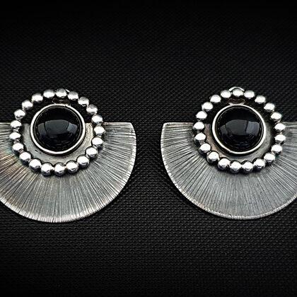 Оксидированные серебряные серьги с ониксом