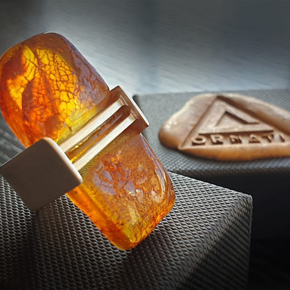 Sudraba gredzens ar medus krāsas dzintaru