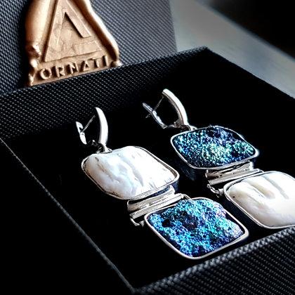 Sudraba auskari ar pērli un titāna pārklājuma ahāta drūzu