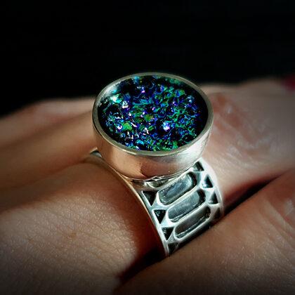 Sudraba gredzens ar titāna pārklājuma ahāta drūzu