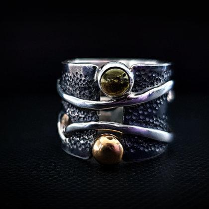 Sudraba gredzens ar turmalīnu un zelta bumbiņu