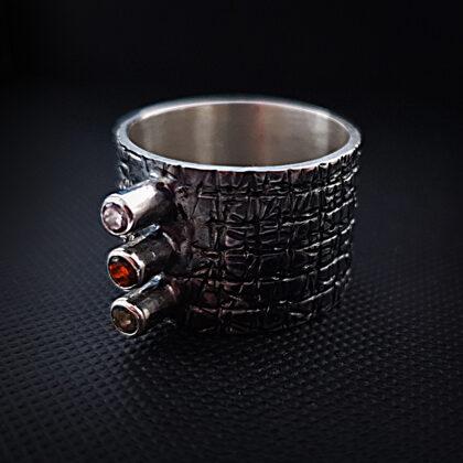 Oksidēts sudraba gredzens ar ametistu, turmalīnu un dūmu kvarcu