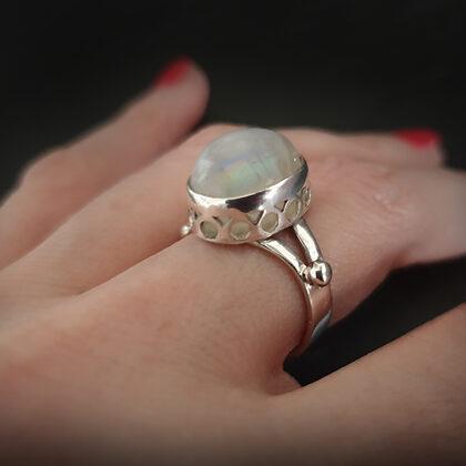 Sudraba gredzens ar mēnessakmeni